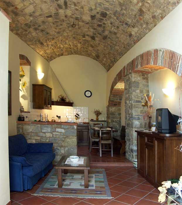 Casa vacanze in chianti a vertine gaiole in chianti in for Mobili medievali